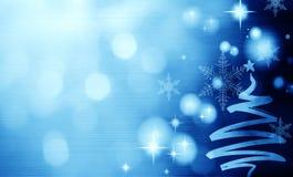 与圣诞树的圣诞节蓝色背景 库存照片