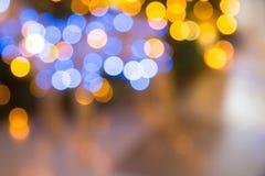 与圣诞灯的黄色,黑暗和红色背景boken 图库摄影