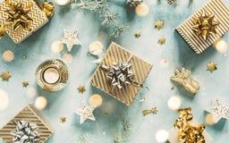 与圣诞礼物的假日背景 库存图片