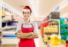 与圣诞老人帽子的店员 免版税图库摄影