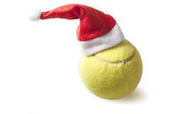 与圣诞老人帽子的网球 库存图片