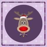 与圣诞老人帽子的逗人喜爱的驯鹿在紫色背景,圣诞卡设计 免版税库存图片