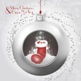 与圣诞老人起动的圣诞节在多雪的背景的球和五彩纸屑 免版税图库摄影