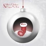 与圣诞老人起动的圣诞节球在灰色背景 免版税图库摄影