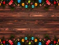 2017年与圣诞节中看不中用的物品的新年快乐季节性背景 免版税库存图片