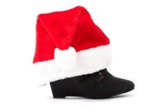 与圣诞节帽子的黑色启动 免版税库存图片