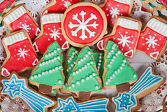与圣诞节形状的可口曲奇饼 免版税库存图片