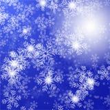 与圣诞节星和雪花,传染媒介例证eps10的蓝色背景 库存图片