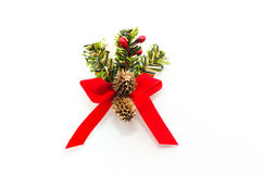 与圣诞节杉木锥体的圣诞节装饰红色弓 库存照片
