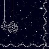 与圣诞节树球的葡萄酒卡片在深蓝背景 满天星斗的天空 免版税图库摄影