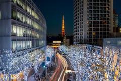 与圣诞节照明的东京铁塔在六本木 免版税库存照片
