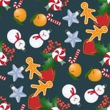 与圣诞节玩具和甜点的无缝的样式 免版税库存照片