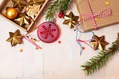 与圣诞节玩具的新年背景 库存照片