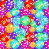 与圣诞节球的无缝的样式在紫色背景 Ve 库存图片