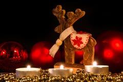 与圣诞节球的蜡烛在大气光 库存图片