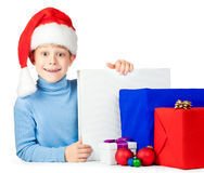 与圣诞节礼品的愉快的孩子 免版税图库摄影