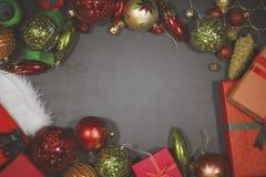 与圣诞节装饰品的空白的框架在桌上 免版税库存图片