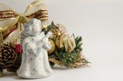 与圣诞节装饰的天使雕象在白色背景 免版税图库摄影
