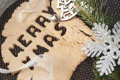 与圣诞节装饰的快活的xmas姜饼 库存照片