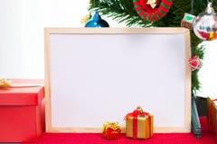 与圣诞节装饰的照片框架在隆重 红色 库存图片