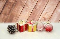与圣诞节装饰的背景 库存照片