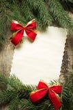与圣诞节装饰的葡萄酒纸牌 免版税库存图片