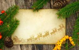 与圣诞节装饰的葡萄酒纸 库存照片