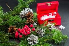 与圣诞节装饰的静物画构成 图库摄影