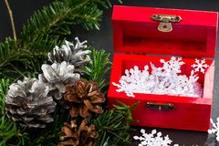 与圣诞节装饰的静物画构成 库存照片