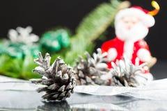 与圣诞节装饰的静物画构成 免版税库存图片