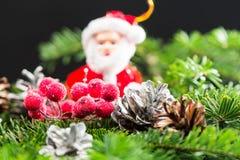 与圣诞节装饰的静物画构成 免版税库存照片