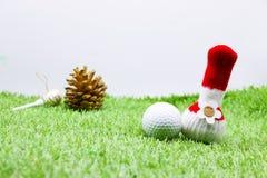 与圣诞节装饰的高尔夫球的高尔夫球运动员假日 库存照片