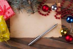 与圣诞节问候的信件 免版税库存照片