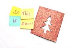 与圣诞节题材的多彩多姿的稠粘的笔记和在白色背景的一张卡片 免版税图库摄影