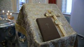 与圣经的正统十字架在教会里 股票录像