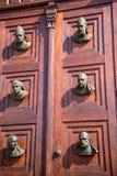 与圣Mariacki大教堂的头的大门在克拉科夫波兰 图库摄影