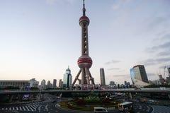 与在上海采取的东方珍珠塔的室外建筑学中国 库存图片