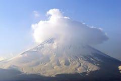 与在上面掩盖的展示的富士山,关闭,日本 免版税库存图片