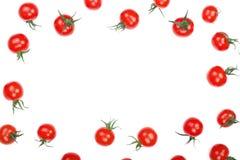 与在与拷贝空间的白色背景隔绝的荷兰芹叶子的樱桃小蕃茄您的文本的 顶视图 平的位置 免版税图库摄影