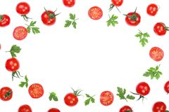 与在与拷贝空间的白色背景隔绝的荷兰芹叶子的樱桃小蕃茄您的文本的 顶视图 平的位置 免版税库存图片