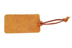 与在白色后面隔绝的皮革绳子的绒面革皮革价牌 免版税图库摄影