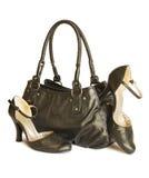 与在白色查出的鞋子的黑色袋子 免版税图库摄影