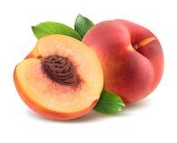 与在白色背景和半片断的桃子隔绝的叶子 免版税库存图片