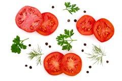 与在白色背景和干胡椒的蕃茄切片隔绝的荷兰芹叶子、莳萝 顶视图 免版税库存照片