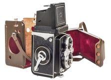 与在白色背景隔绝的分隔的布朗皮革框的葡萄酒双透镜反光照相机 库存照片