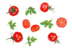 与在白色背景隔绝的荷兰芹叶子的樱桃小蕃茄 集合或汇集 顶视图 平的位置 库存照片