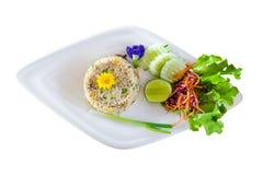 与在白色背景隔绝的菜的炒米 库存照片
