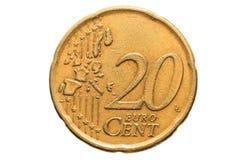 与在白色背景隔绝的二十欧分的面额的欧洲硬币 欧洲硬币的宏观图片 库存照片
