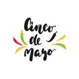 与在白色背景隔绝的墨西哥胡椒的Cinco de马约角墨西哥手拉的字法词组 乐趣刷子酸碱度的墨水题字 免版税库存图片