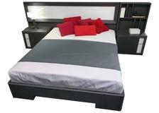 与在白色背景隔绝的床头柜的双人床 库存图片